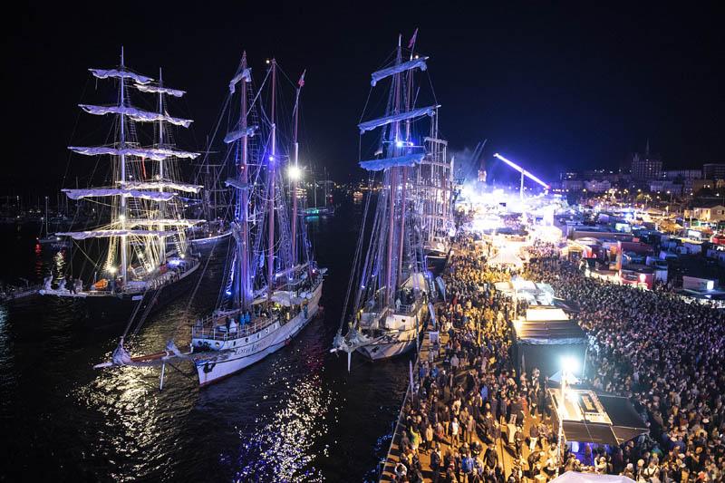 Hanse Sail Rostock bei Nacht