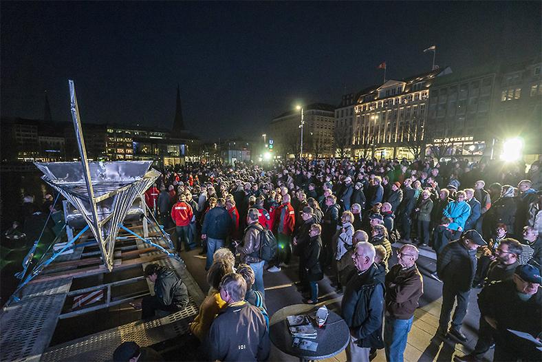Große Kiellegungs-Show für den neuen Seenotrettungskreuzer HAMBURG