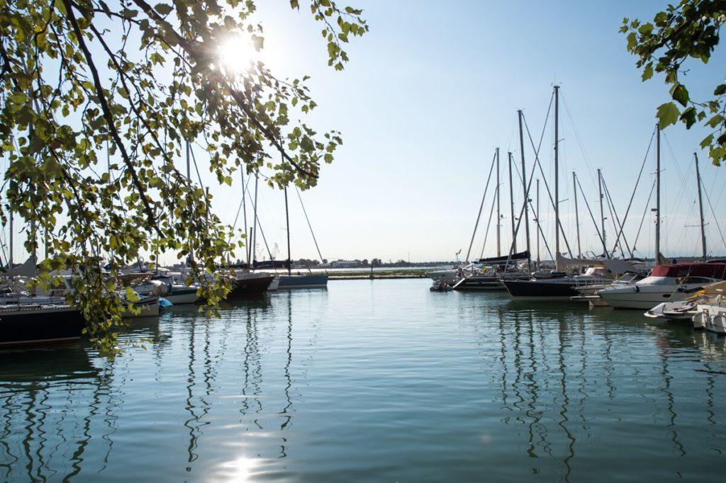 Sonnenschein in der Marina Venezia Certosa